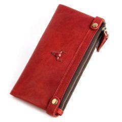 Foto de presentación de la billetera larga clásica con doble cierre y broches de cuero natural en colo rojo modelo solo para mujer