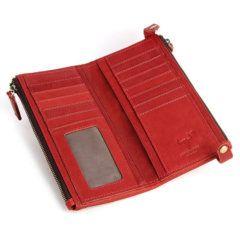 Foto de vista interior de billetera larga clásica con doble cierre y broches de cuero natural en color rojo modelo solo para mujer