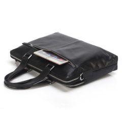 Foto de maletín clásico urbano ejecutivo de cuero natural mostrando vista de capacidad posterior en color negro