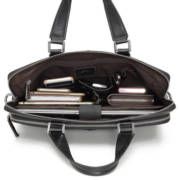 Foto de maletín clásico urbano ejecutivo de cuero natural mostrando vista de capacidad de bolsillo principal en color negro