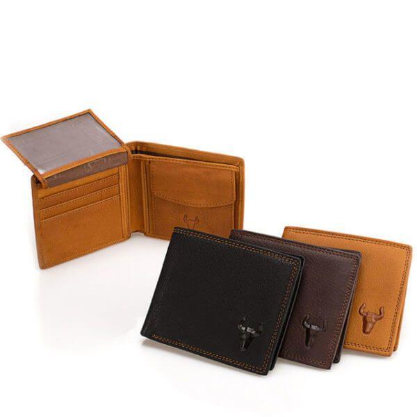 Foto de billetera clásica con monedero de cuero natural mostrando sus tres colores negro, chocolate y cognac, anexando un fondo de la vista interna de la billetera.