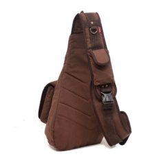 Foto de mochila crossbody vintage de lona y cuero mostrando su vista posterior en color café