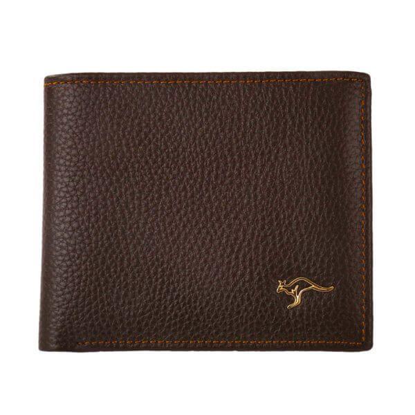 Foto de billetera clásica bifold de cuero natural mostrando su parte frontal en color marrón