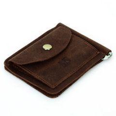 Foto de billetera vintage con clip minimalista y monedero de cuero natural en posición y vista diagonal en color café