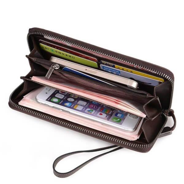 Foto de billetera larga casual con cierre de cuero natural mostrando su vista de capacidad almacenamiento
