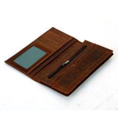 Foto de billetera larga vintage bifold de cuero natural mostrando su vista interior en color marrón