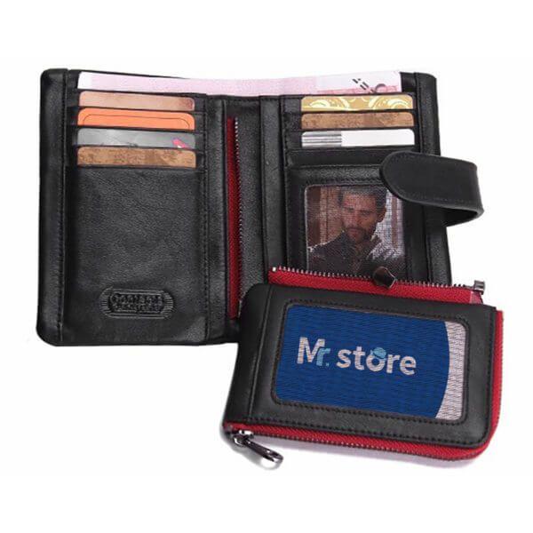 Foto de billetera vertical casual con monedero y broche de cuero natural mostrando su capacidad de almacenamiento en color negro