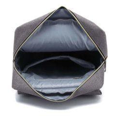 Foto de mochila vintage urbana de oxford mostrando vista de bolsillo principal abierto en color gris