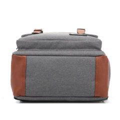 Foto de mochila vintage urbana de oxford mostrando su base inferior en color gris