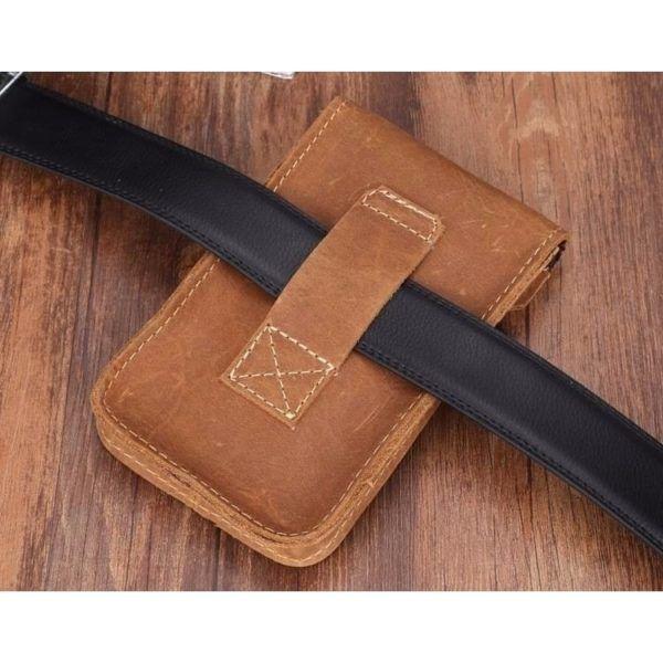 Foto de portacelular para cinturón de cuero natural mostrando su vista posterior en color marrón