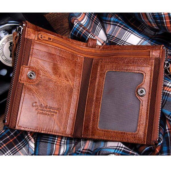 Foto de billetera doble cierre con monedero de cuero natural mostrando su vista interior en color marrón
