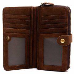 Foto donde se ve el interior de la billetera portacelular con broche y cierre, estilo vintage, hecha de cuero real. Aquí se puede apreciar lambos bolsillos para tarjetas de identificación