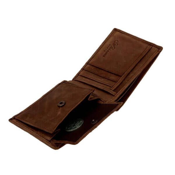 Foto de billetera vintage bifold de cuero natural mostrando su monedero y almacenamiento en color marrón