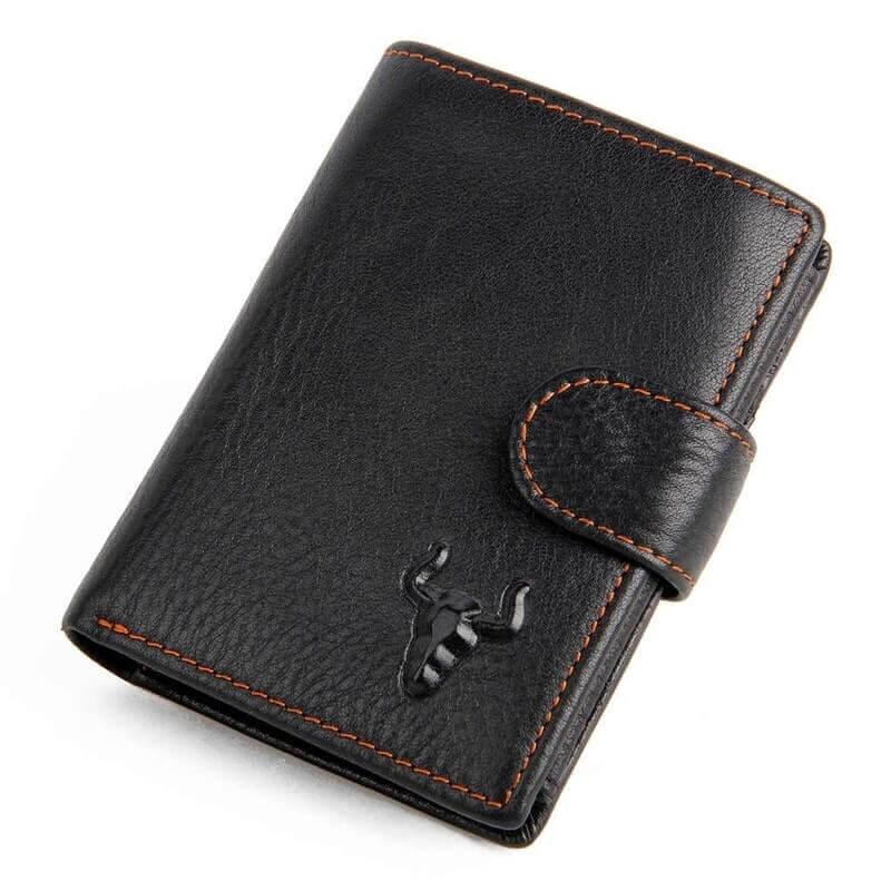 0f3ae4b09 Foto de presentación de billetera vertical clásica con broche y monedero de  cuero natural en color