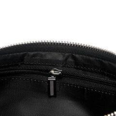 Foto de billetera larga y portacelular mostrando detalles de cierre