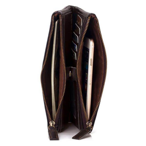 Foto de billetera larga clásica de cuero natural mostrando capacidad de cierres