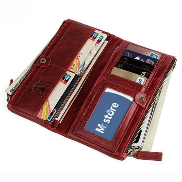 Foto de billetera larga clásica con doble cierre de cuero natural mostrando capacidad de almacenamiento en color rojo