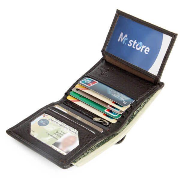 Foto de billetera vertical clásica trifold slim de cuero natural mostrando su capacidad en color café
