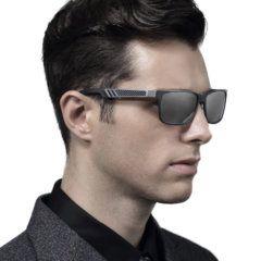 Foto de modelo utilizando los lentes de sol polarizados HD con protección UV400 modelo LN002