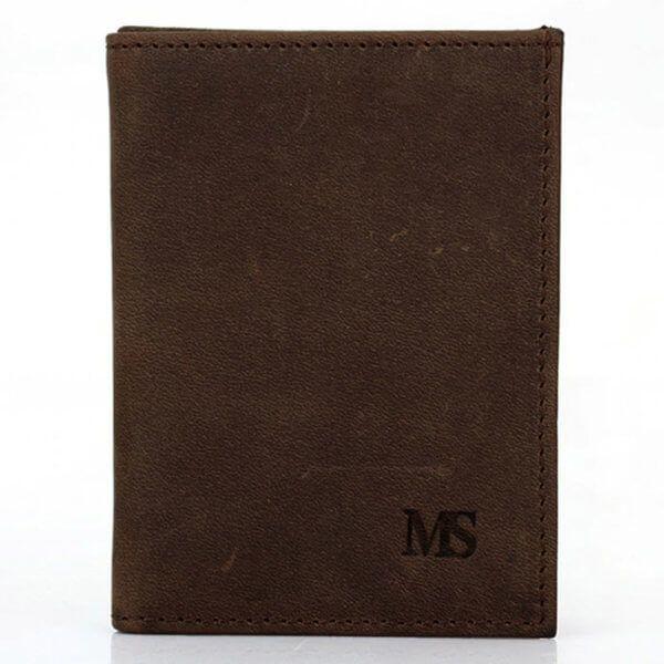 Foto de billetera vertical vintage minimalista de cuero natural mostrando su vista frontal en color café