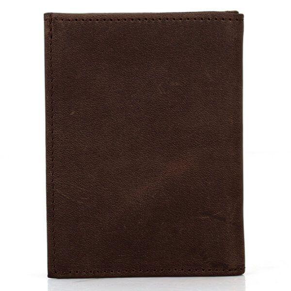 Foto de billetera vertical vintage minimalista de cuero natural mostrando su vista posterior en color café