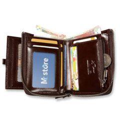Foto de billetera vertical casual con cierre de cuero natural mostrando su capacidad de almacenamiento color café