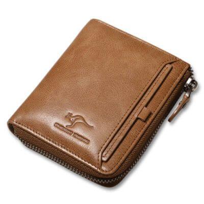 Foto de presentación de billetera vertical casual con cierre de cuero natural mostrando su variación en color caqui