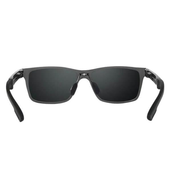 Foto que muestra los lentes de sol polarizados HD con protección UV400 modelo LN002 vistos desde atrás y con los brazos extendidos